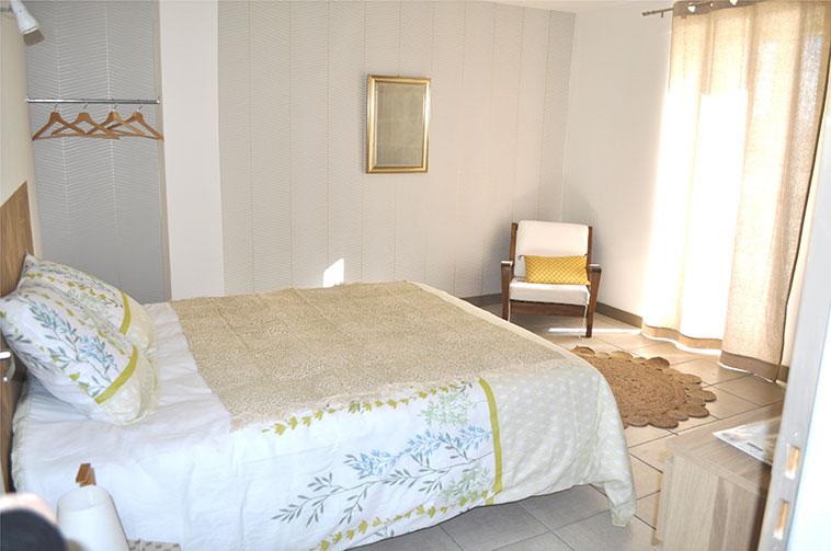 Chambre lit 160x190 sur terrasse exposition sud